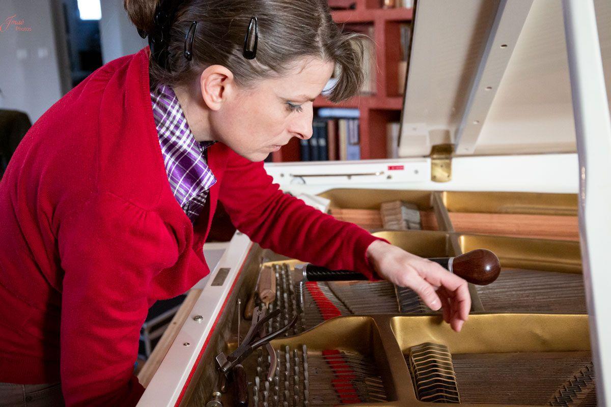 Agnès NITELET accordeur de piano réglage des étouffoirs